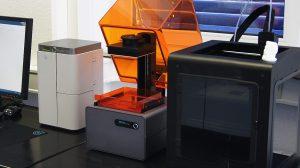 Weitere Verfahren in der 3D Schmuckproduktion. Stereolithographie, Digital Light Processing und FDM Verfahren. Die Kunststoffmodelle können abgeformt werden.